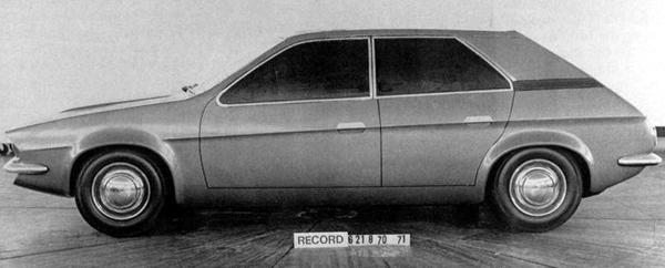 By August 1970, the first full-size clay model is finished - and it shows remarkable similarities to Mann's early sketch (above). Contrast this with the final clay model of November 1970, shown below.