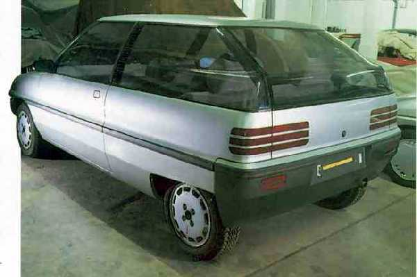 This running prototype of the AR6 from c.1985 shows that there has been a significant amount of  tweaking of the design since the 1983 styling mockup (above). The design is still pretty radical at this  point with some overy aerodynamic detailing. The rear treatment shows showcar-like rear lamps (that  probably would not have made production) and complex curving of the rear glass.
