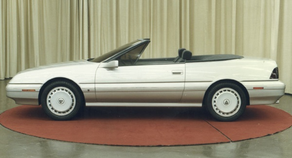 Alongside a productionised version of the 800 Coup, a convertible version was produced. The car was unashamedly pitched at the American market (as its side running lights indicate), but when ARCONA ran into trouble selling Sterlings over there, the idea was quietly dropped. The pretty car was prepared by The American Sunroof Company, overseen by Adrian Griffiths of Rover. It makes for an interesting comaparison with 1986's Pininfarina-designed Cadillac Allante.