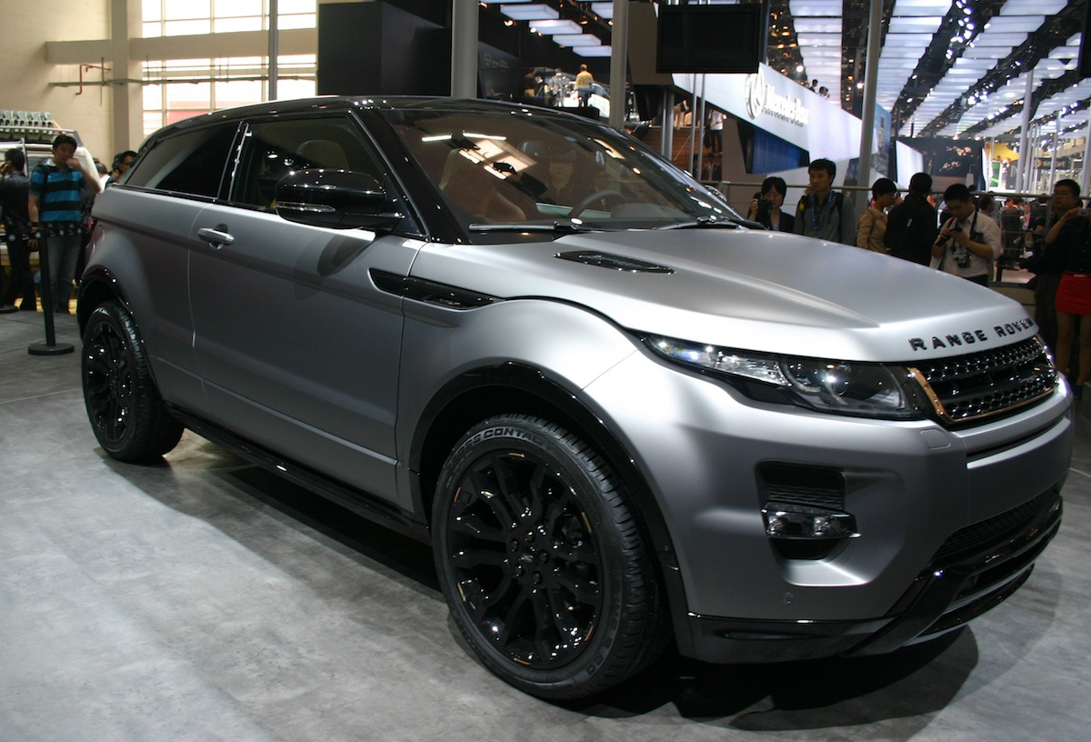 news 39 posh 39 evoque looks set to do the business aronline. Black Bedroom Furniture Sets. Home Design Ideas