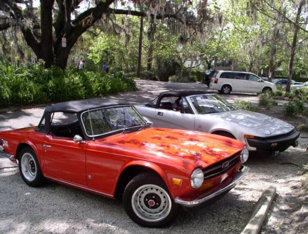 The TR8 meets its older brother, a 1974 TR6. You still see all manner of classic sports car in Florida. The hospitable climate makes them usable all year round.