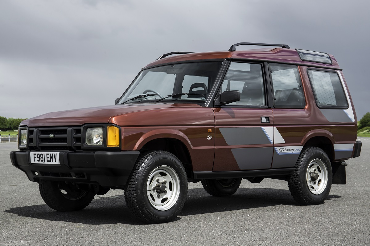 first drive land rover discovery first off the line aronline. Black Bedroom Furniture Sets. Home Design Ideas