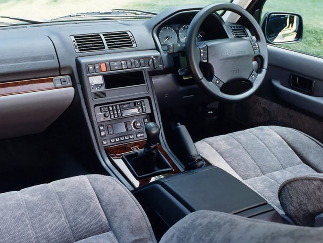 Range Rover P38 development story: Dashboard and interior were a huge leap over and above the original car's. The dashboard design, in particular, was pleasing - with it's swoopy centre console and car-like instrument binnacle.